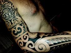 tatouage polynésien maori sur toutes les parties du corps