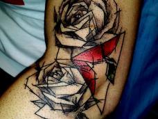 tatouage floral noir ou couleur sur toute les partie du corps