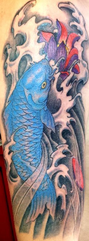 tattoo asiatique carpe koi couleur sur bras