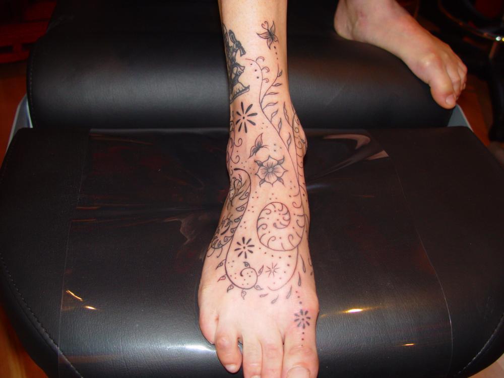 tattoo cheville en noir style indou