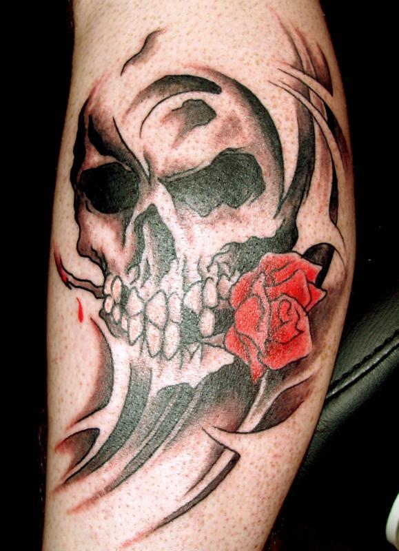 tattoo crâne sur molet