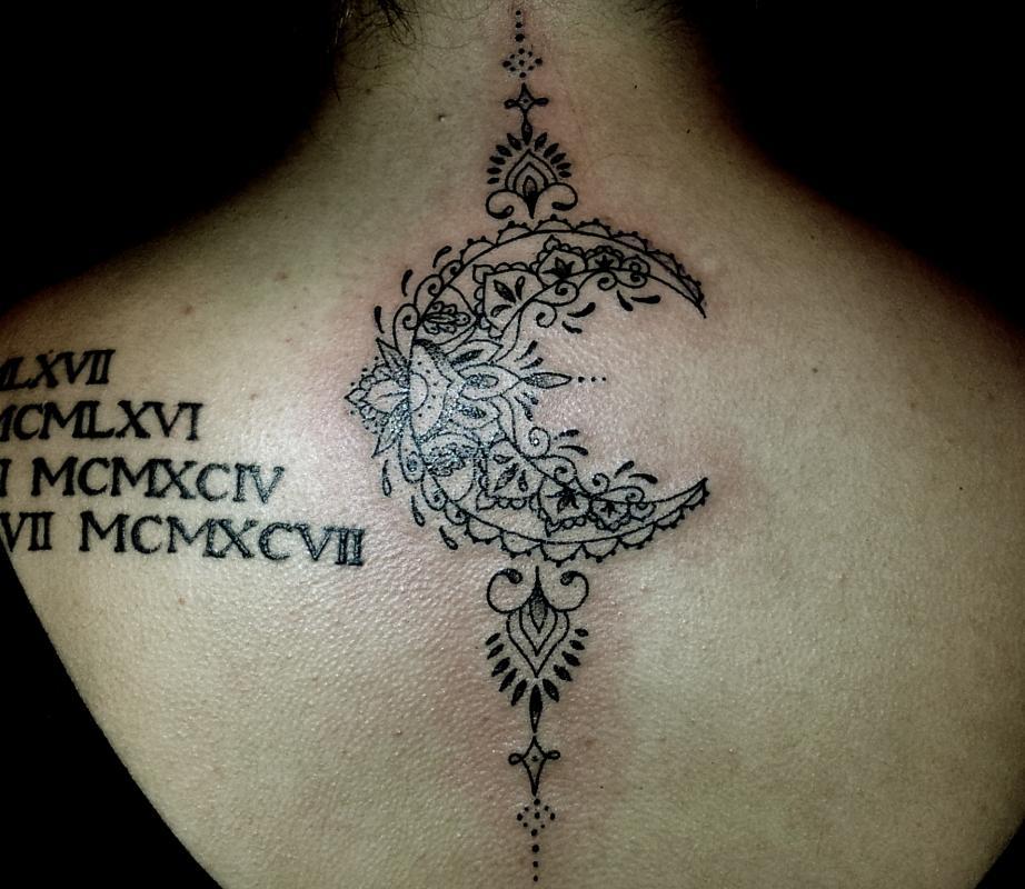 tattoo mandala lune dos