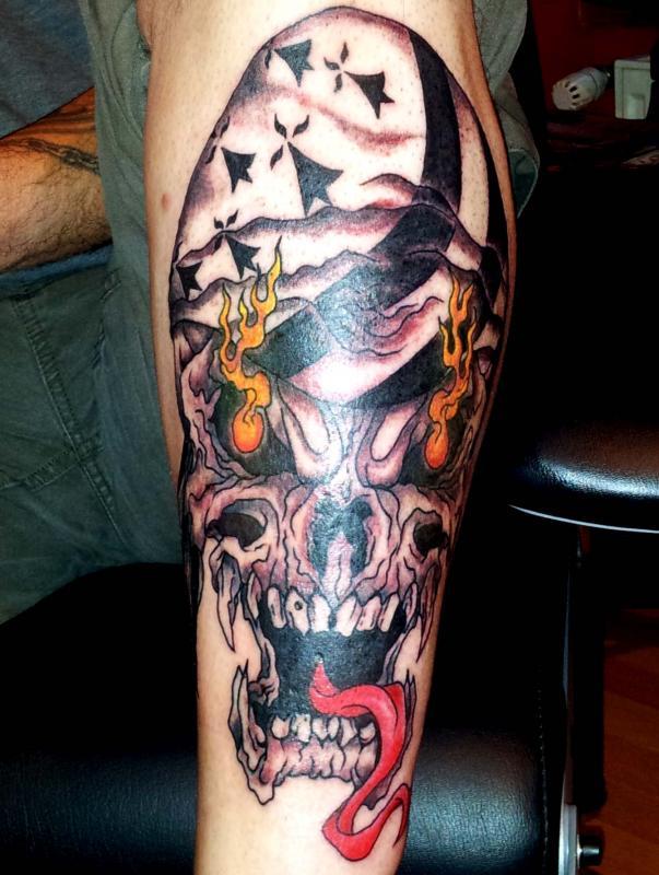 tattoo crâne drapeau celtique