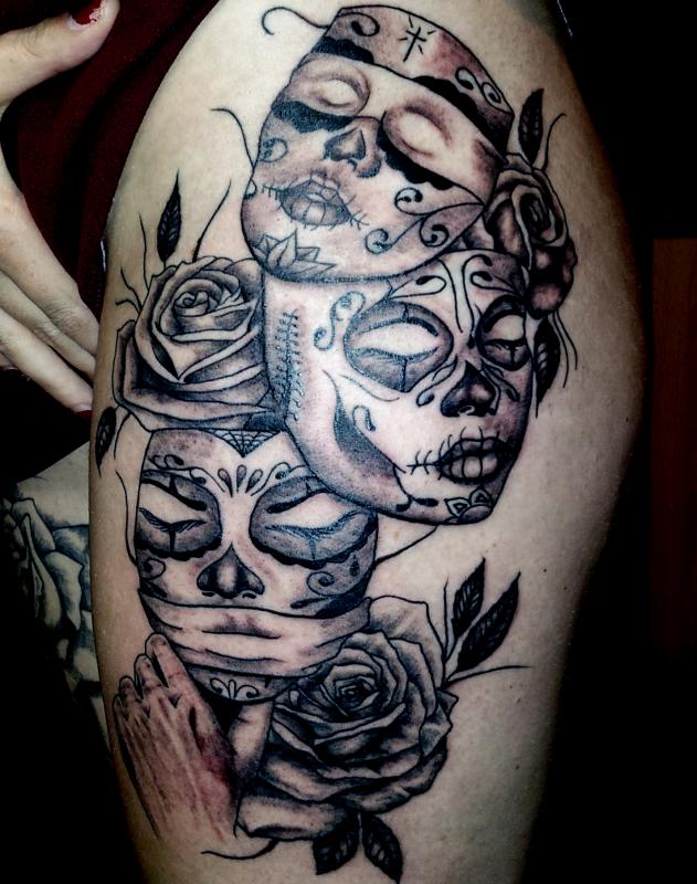 tattoo chicanos masque cuisse